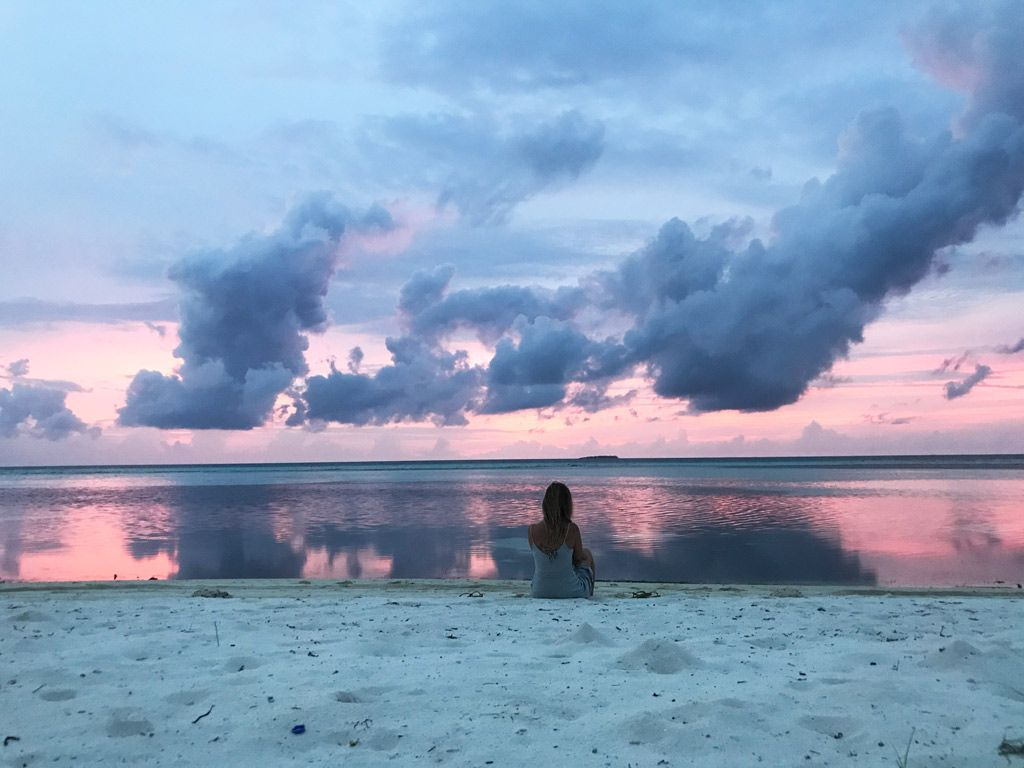 atardecer en bikini beach maldivas