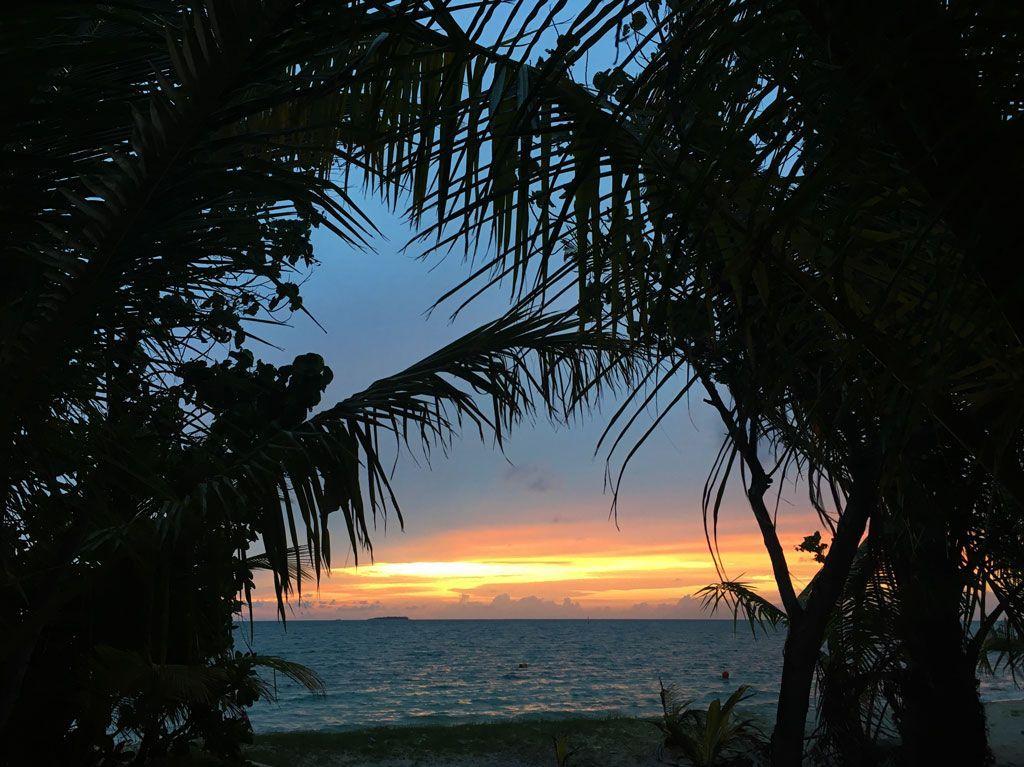 puesta de sol en dhiffushi