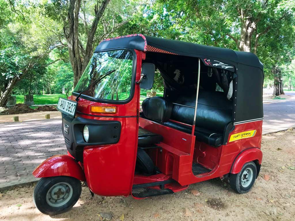 precio alquilar tuk tuk Sri Lanka
